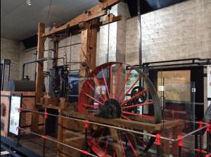 Museo minero Mumi en El Entrego. Una réplica de la máquina de vapor de Watt.
